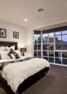 ห้องนอนหน้าบ้าน ใช้สี ขาว และดำ