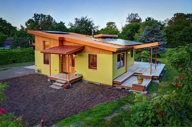 แบบบ้านไม้ สวยมากๆ หลังสีเขียว