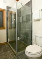 ห้องอาบน้ำ ใช้ฉากกั้นอาบน้ำ