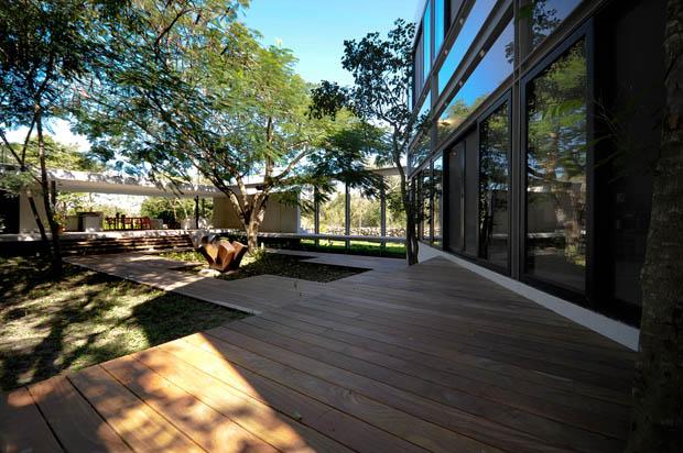 ออกแบบระเบียงนอกบ้าน วัสดุ พื้นไม้