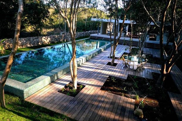 พื้นไม้นอกบ้าน แบบสระว่ายน้ำสวย สไตล์รีสอร์ท