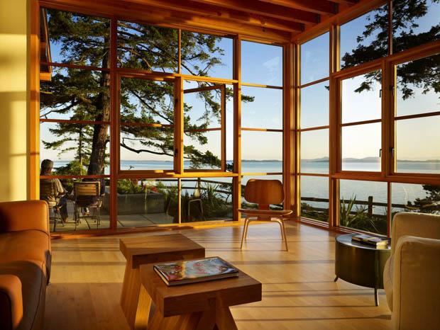 ผนังบ้านไม้ กระจก