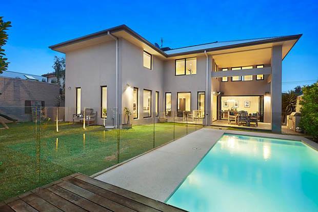 ทำสระว่ายน้ำ หลังบ้าน