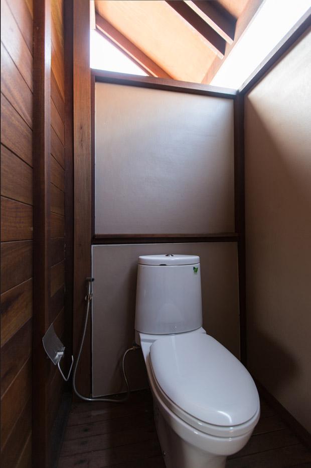 ห้องส้วม แยกจากห้องอาบน้ำ