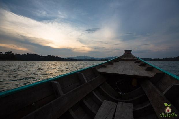 นั่งเรือ เที่ยวชมเขื่อนเชี่ยวหลาน กุ้ยหลินเมืองไทย