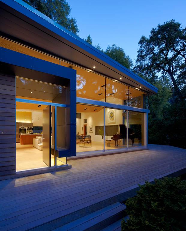 ระเบียงบ้านไม้ สวย นั่งได้