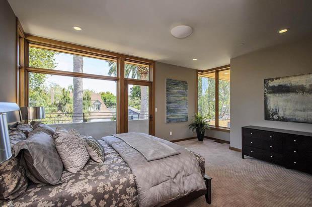 หน้าต่างห้องนอน บานใหญ่ แบบกระจก วงกบไม้