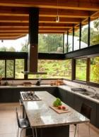 ห้องครัวแบบเปิด โล่ง ผนังกระจก