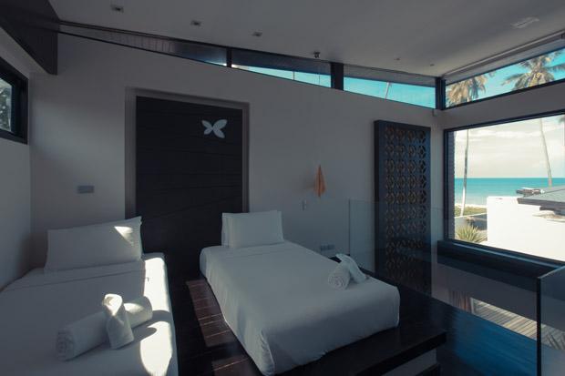 ห้องนอนชั้นลอย ชมวิวทะเลผ่านกระจก