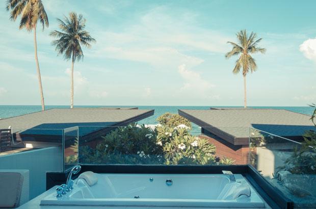 อ่างจากุซซี่ อาบน้ำชมวิวทะเลขนอม