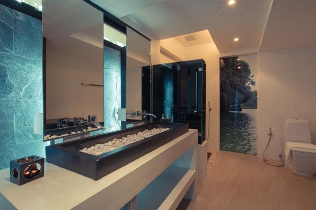 ห้องน้ำขนาดใหญ่ พร้อมห้องแต่งตัวภายใน
