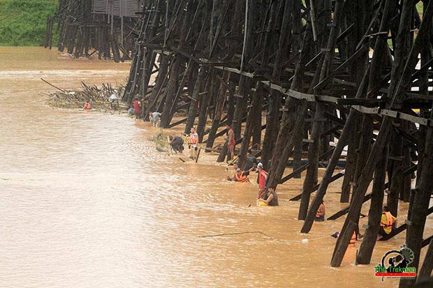 ซ่อมแซมสะพานมอญ สังขละบุรี
