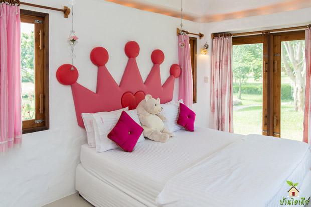 ห้องนอนสไตล์เจ้าหญิง วินเทจ ขาว ชมพู