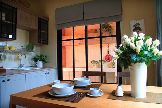 โต๊ะอาหาร จัดวางในห้องครัว