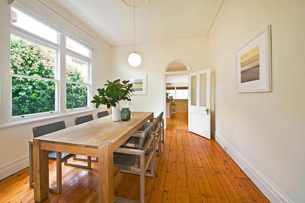 โต๊ะทานข้าวไม้