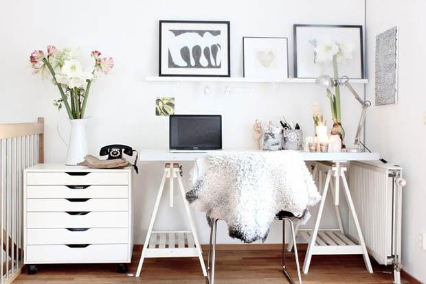 โต๊ะทำงานสีขาว