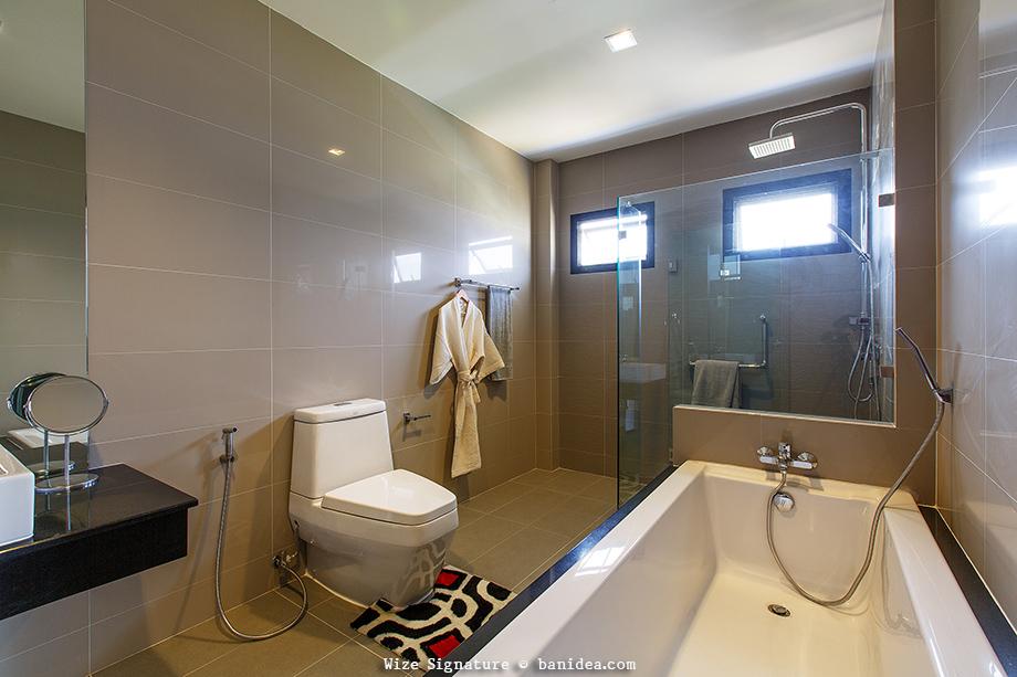 ห้องน้ำในห้องนอน พร้อมอ่างแช่น้ำ