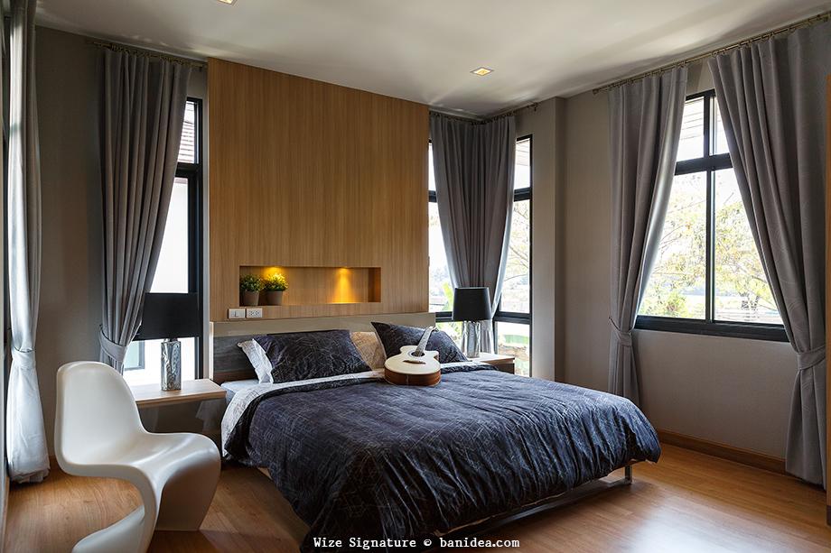 ห้องนอนขนาดกลาง ผนังหัวเตียงแบบไม้