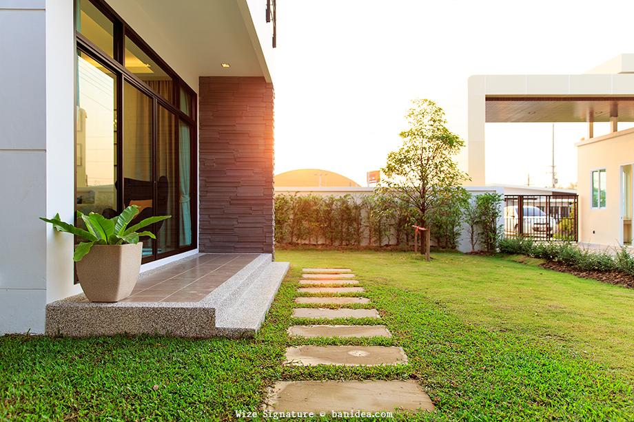 ระเบียงหน้าห้องนั่งเล่น สวนทางเดินหน้าบ้าน