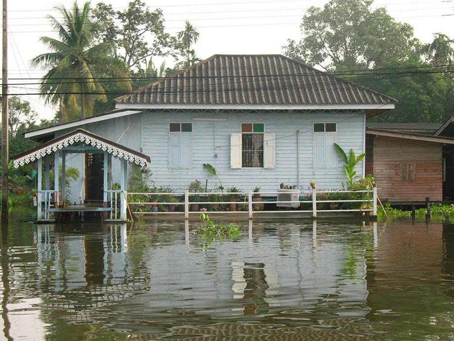 บ้านบนน้ำ ริมคลอง บางกอกน้อย