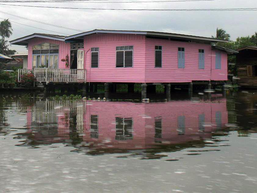 บ้านริมน้ำ สีชมพู วินเทจแบบไทย