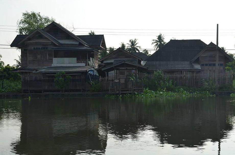 บ้านไม้ ริมแม่น้ำ ลำคลอง