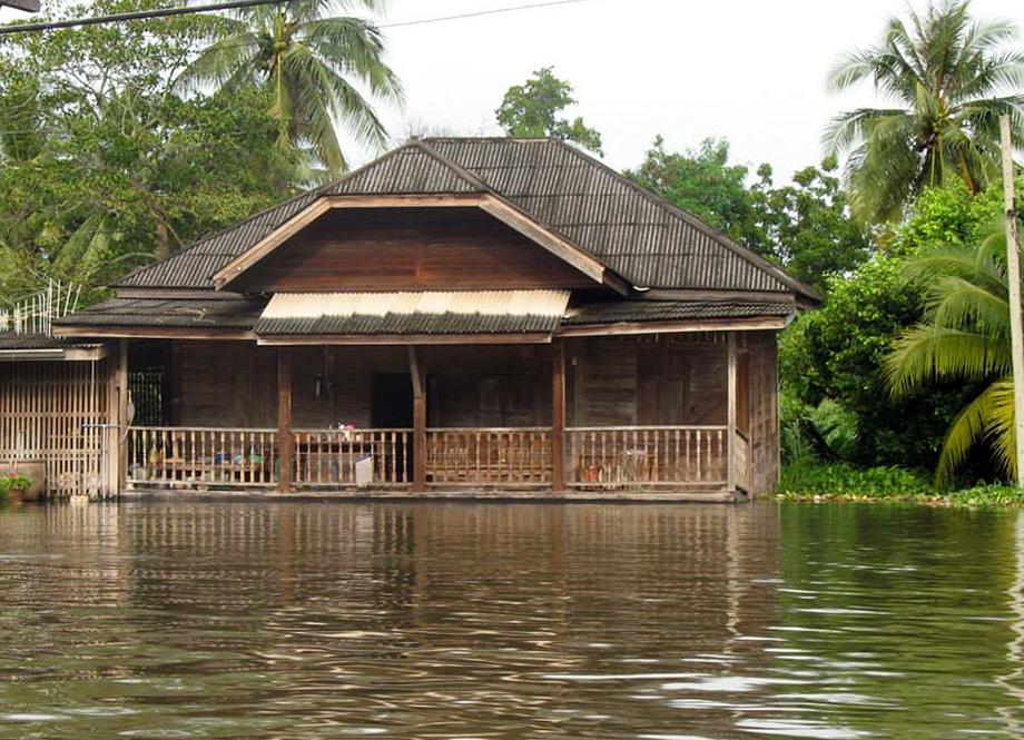บ้านเรือนไทย ริมน้ำ บางกอกน้อย