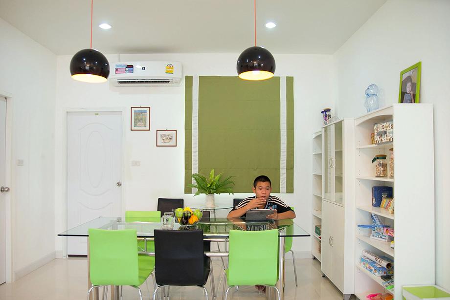 ชุดโต๊ะอาหาร เลือกเก้าอี้ เขียว สลับ ดำ