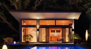 บ้านริมสระว่ายน้ำ