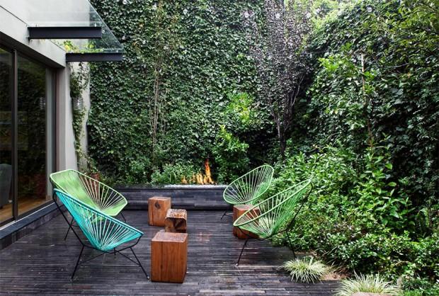 ระเบียงนั่งในสวน