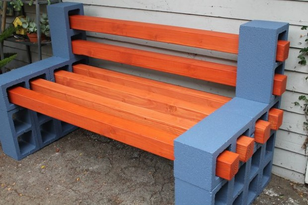 เก้าอี้คอนกรีตบล็อคกลางสวน