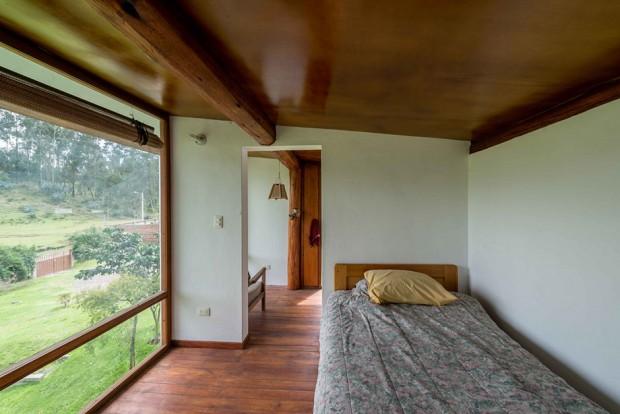 ห้องนอนติดผนังกระจกมองเห็นวิวชัดเจน
