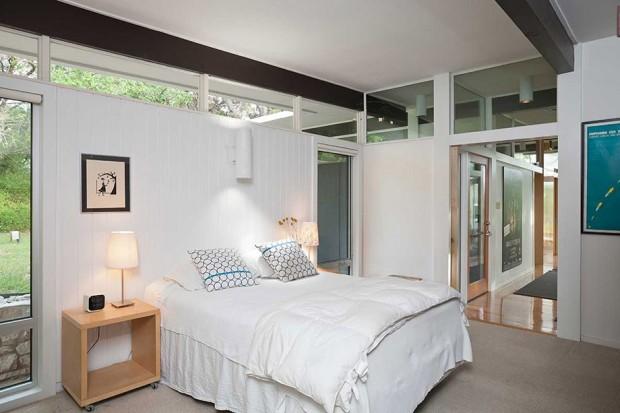 ตกแต่งห้องนอนสไตล์ Mid-Century-house-by-Willington