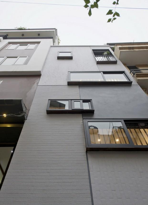 ตกแต่งตัวอาคารด้วยช่องแสงกรอบสีดำขนาดต่างๆ กัน