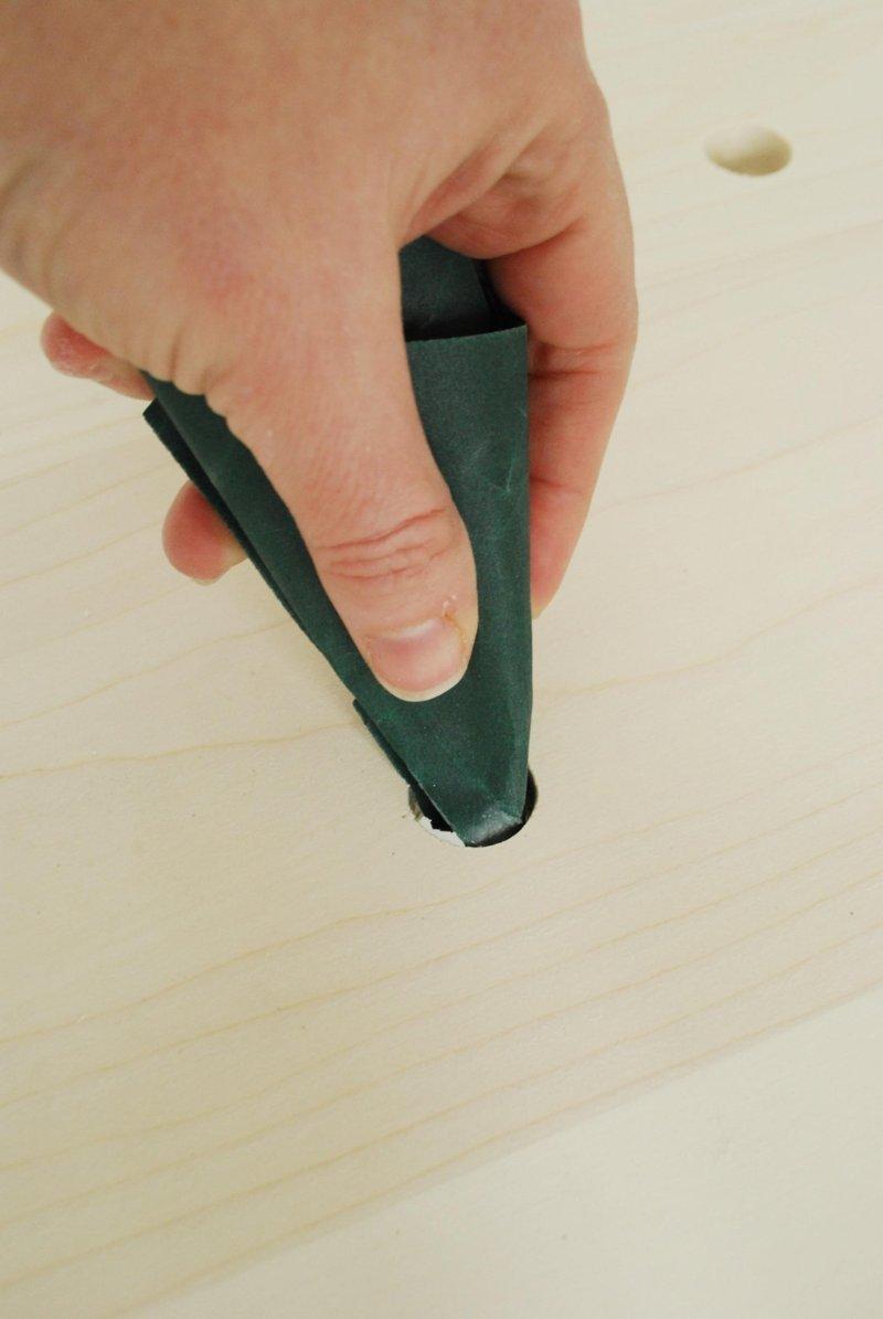ขัดเสี้ยนไม้ด้วยกระดาษทราย