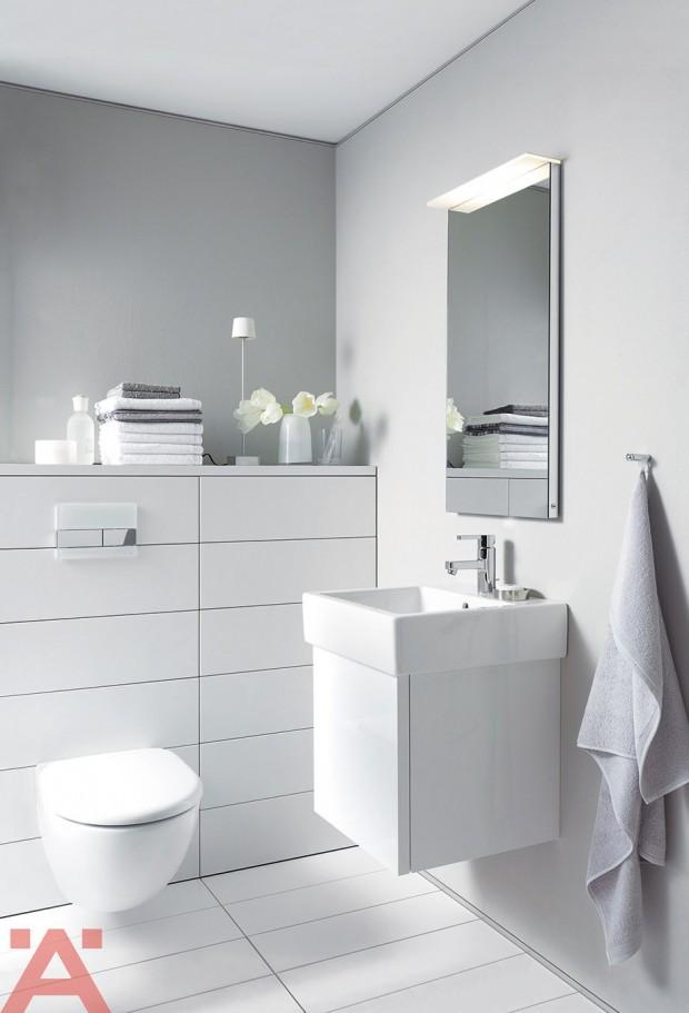 ห้องน้ำสีขาวสะอาดตาให้ความรู้สึกโปร่งสบาย
