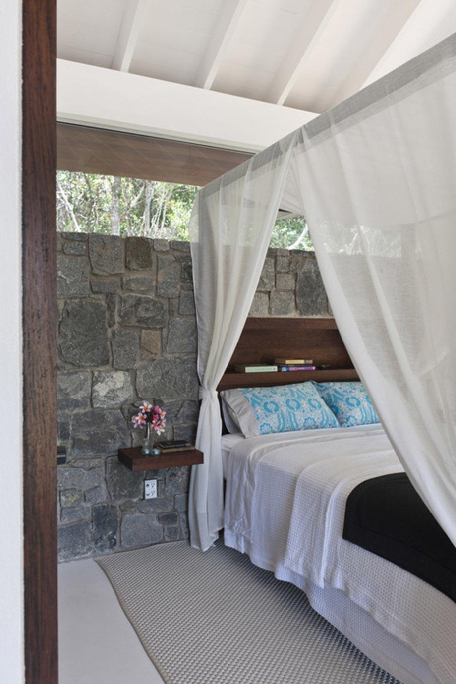 ห้องนอนผนังหิน