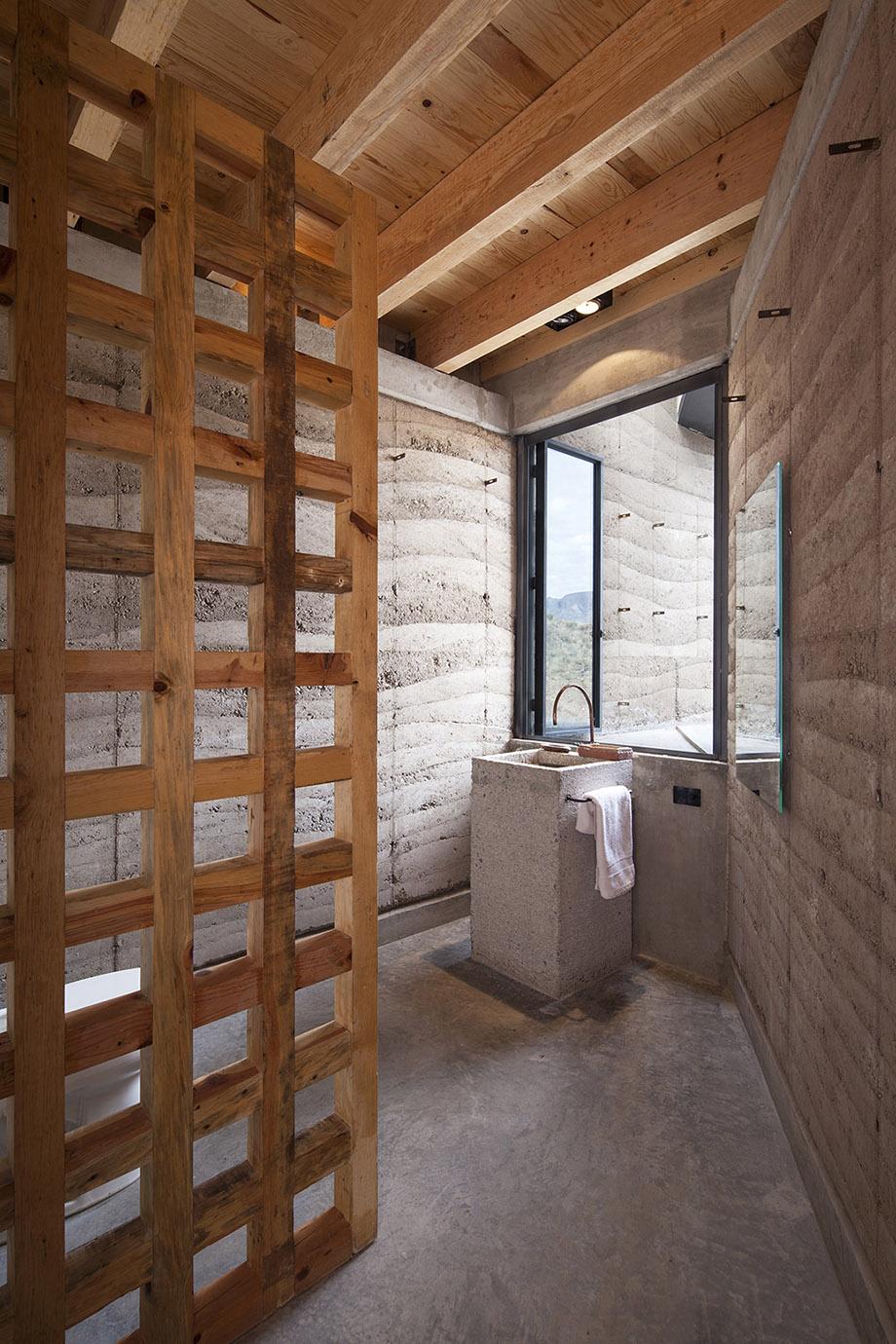 ห้องน้ำโชว์ความดิบของวัสดุคอนกรีตและไม้