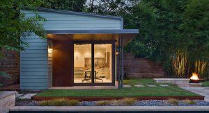 สร้างบ้านหลังเล็กริมสระ