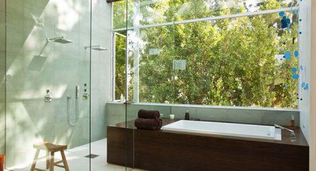 ห้องน้ำติดผนังกระจกมองเห็นวิวภายนอก