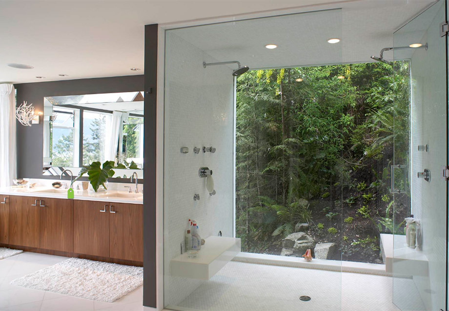 ห้องน้ำผนังกระจกเปิดให้ชมวิวภายนอก