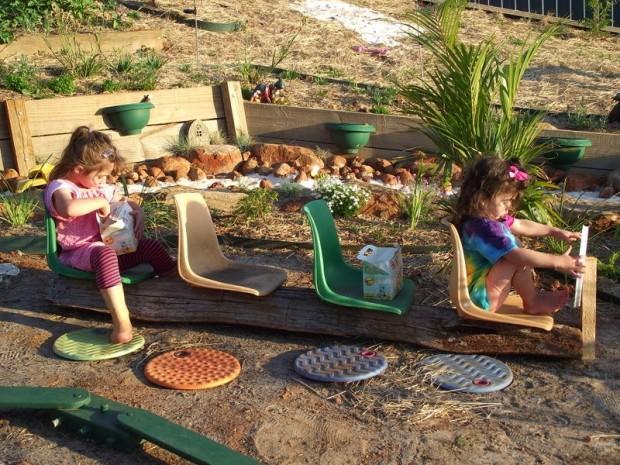 รถไฟทำเองให้เด็กเล่นในสวน