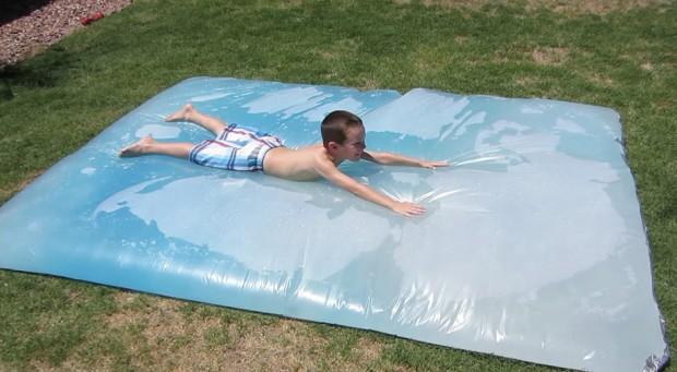 ถุงน้ำขนาดใหญ่ให้เด็กเล่นในสวน