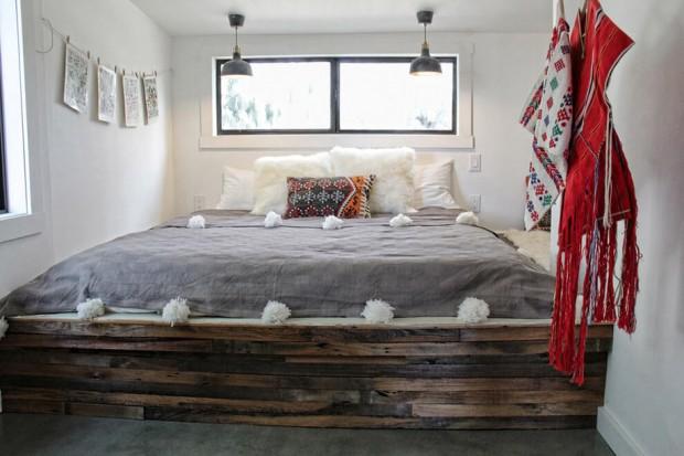 เตียงนอนทำจากไม้พาเลทเก่า