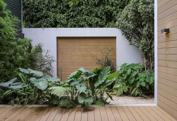 ชานบ้านติดกับสวน
