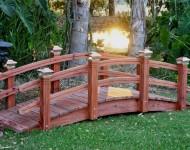 สะพานทางเดินในสวน