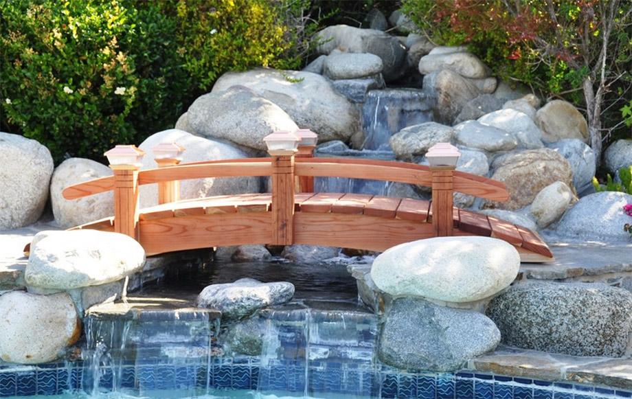 สะพานข้ามสวนน้ำในบ้าน