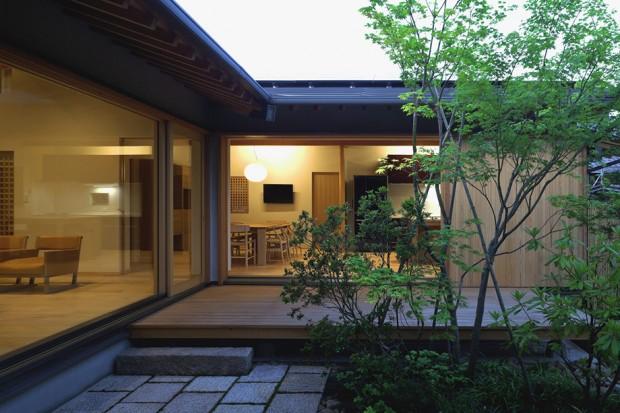 บ้านสไตล์ญี่ปุ่นยกพื้นขึ้นสูงจากพื้นดิน