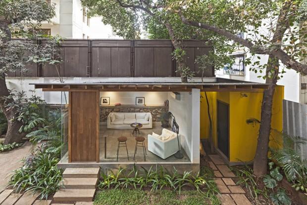 ห้องนั่งเล่นในสวนหลังบ้าน