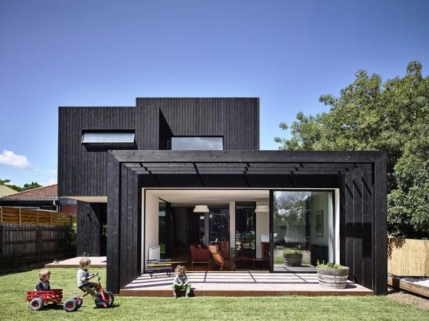 บ้านโมเดิร์นระแนงสีดำ